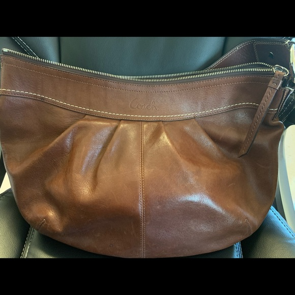 Coach Handbags - Coach shoulder bag. Beautiful